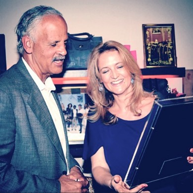 Carola Pavlik meets Stedman Grayham (partner Oprah Winfrey) and surprises him with a Happy Reflection Portrait